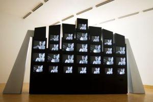 """Les larmes d'acier"" in der Ausstellung >SPOTLIGHTS. Video.Kunst< 2012, Foto: Sammlung Essl"