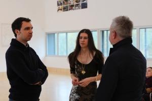 Andreas Maurer im Gespräch mit  Daniela Chana und Tobias Sckaer aus dem Gastkuratoren-Team, Foto: Peter Kuffner
