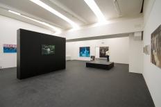 """Ausstellungsansicht """"Tales of the valley"""", Galerie Doris Ghetta, Pontives, Südtirol, Foto: Simon Perathoner, St. Ulrich"""
