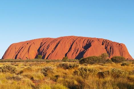 Heiliger Berg Uluru; Foto: Fotolia.com © Ina van Hateren