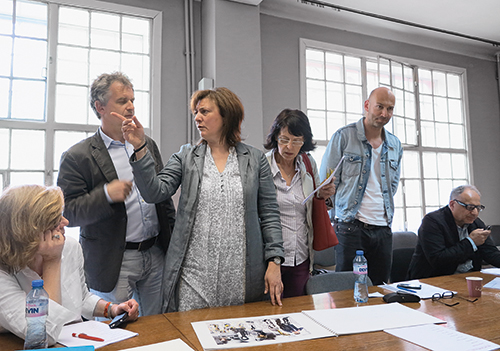 The jury members do not always agree right from the beginning. Jury session at Academia Gallery, Sofia in 2013 © Archiv Sammlung Essl