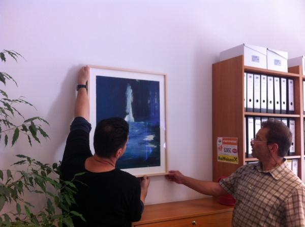 Christian Pusswald und Martin Kreitmeier, Essl Museum, bei der Installation des Werkes