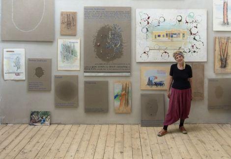 Die Künstlerin in ihrem Atelier, Foto: Farid Sabha