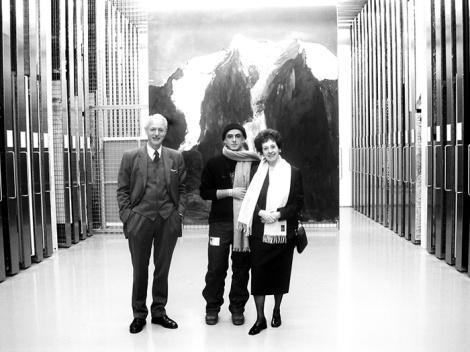 Agnes und Karlheinz Essl mit Herbert Brandl im Depot des Essl Museums. (c) Archiv Sammlung Essl
