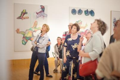 """Führung durch die Ausstellung """"Die andere Sicht"""", 2012"""